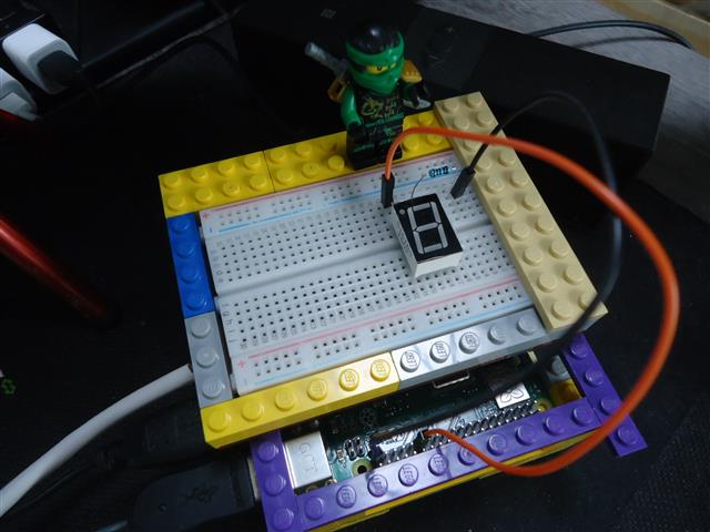 ブレッドボードのケースをレゴブロックで作ってみた