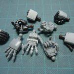 両手を広げたり左右武器持ちが再現できるハンドパーツ(ビルダーズ パーツMSハンド02 ジオン系)