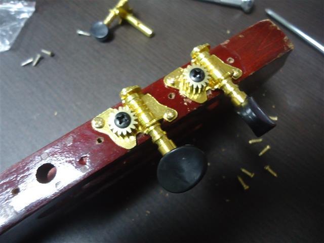 フォークギターのペグ修理