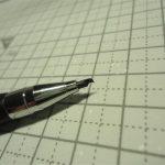 ダイソーの2mmシャープ鉛筆にラインチゼル替刃を取り付け