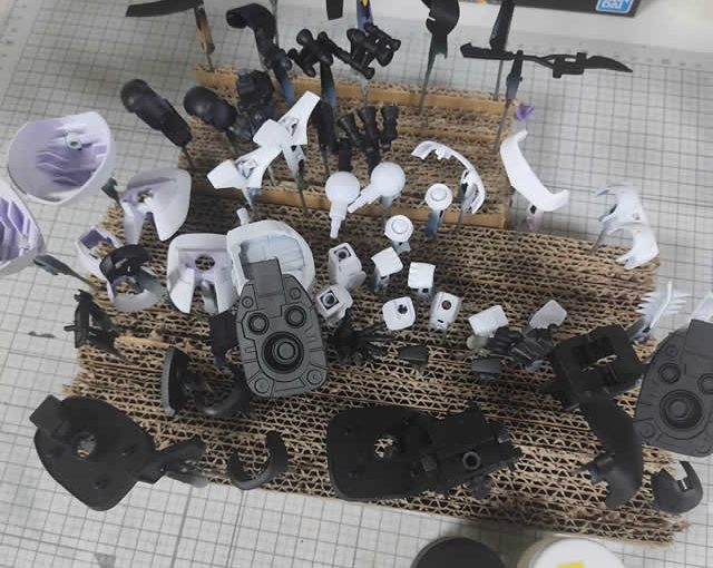 1/144 HG改造 MS-09R ドズル・ザビ専用ドム製作日誌(11日目)サーフェイサー塗装