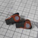1/144 HG改造 MS-06F ガルマ・ザビ専用ザク製作日誌(9日目)二穴パンチで肘アーマーのマスキング
